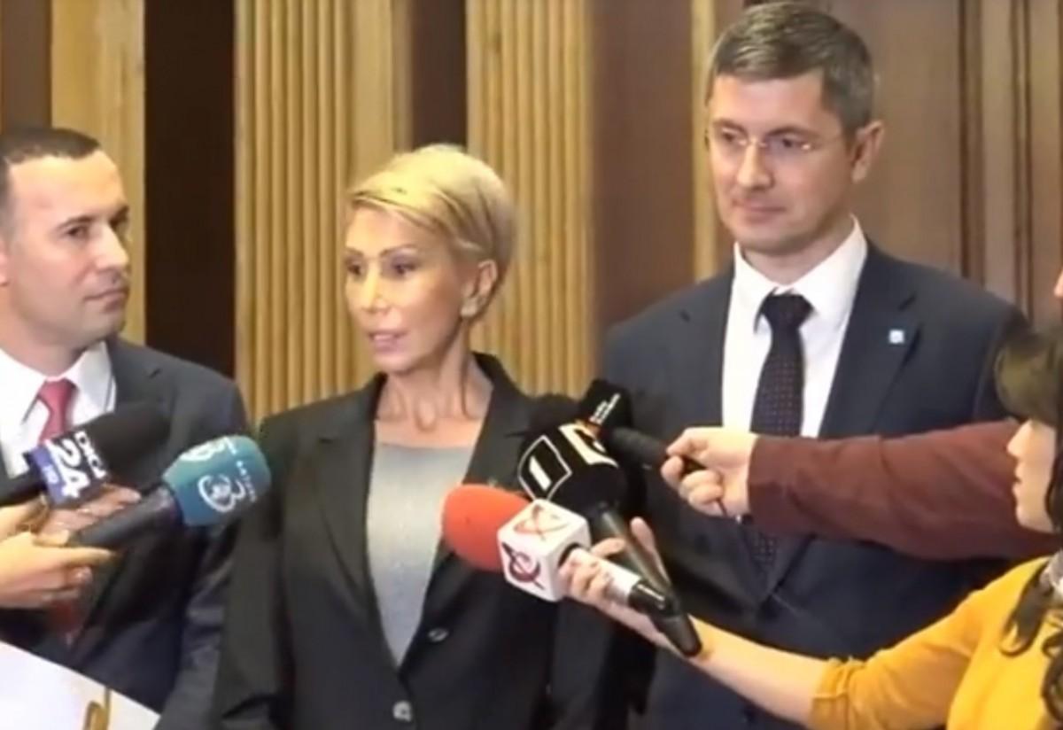 """Sibiul de la tribuna parlamentului. """"Adevăratul program de guvernare, doamnă Dăncilă, este salvarea lui Dragnea"""""""