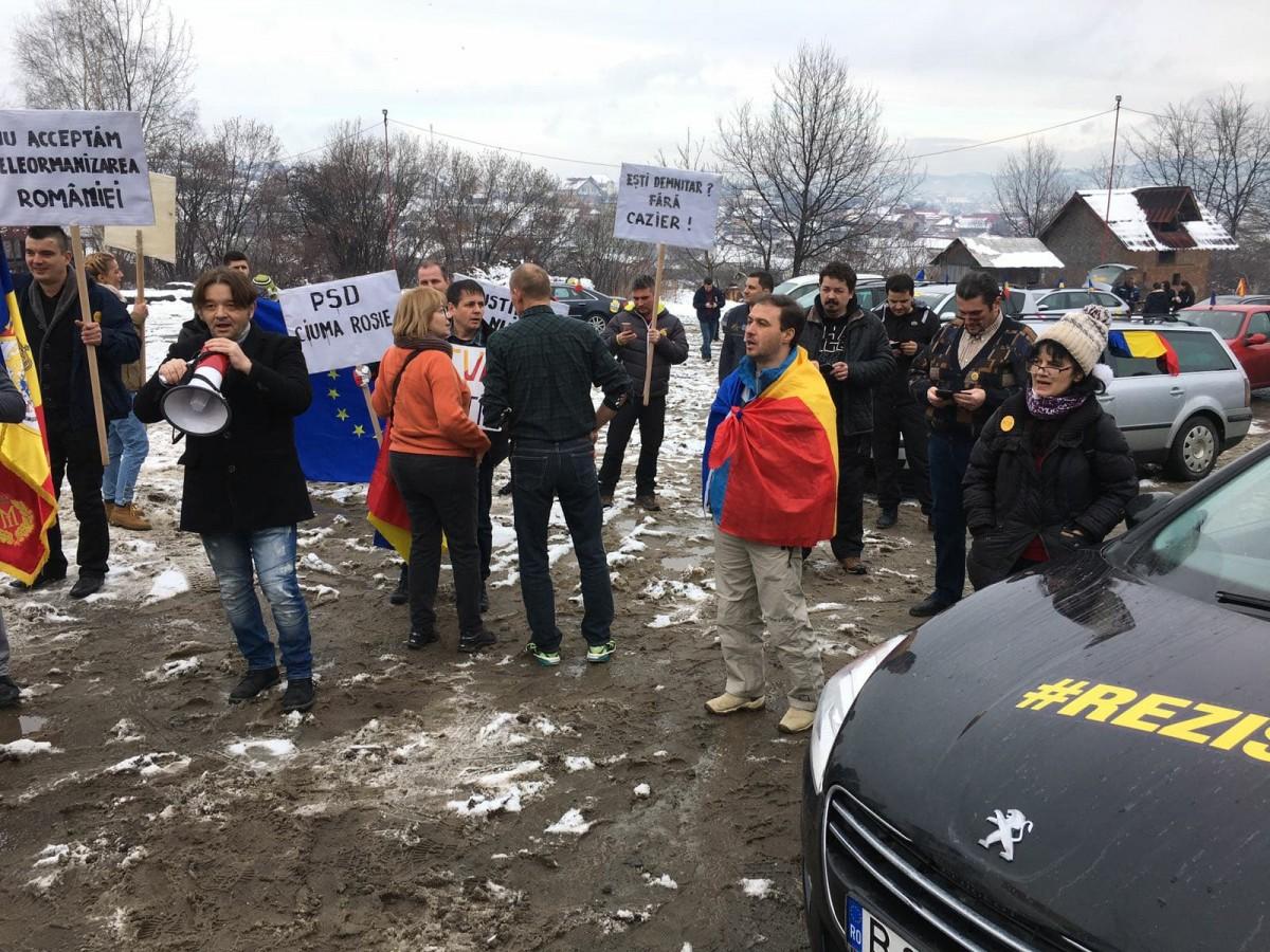 FOTO, VIDEO Protestatarii din țară, joncțiune la Tălmaciu. Cei care au plecat cu trenul au ajuns pe Kiseleff