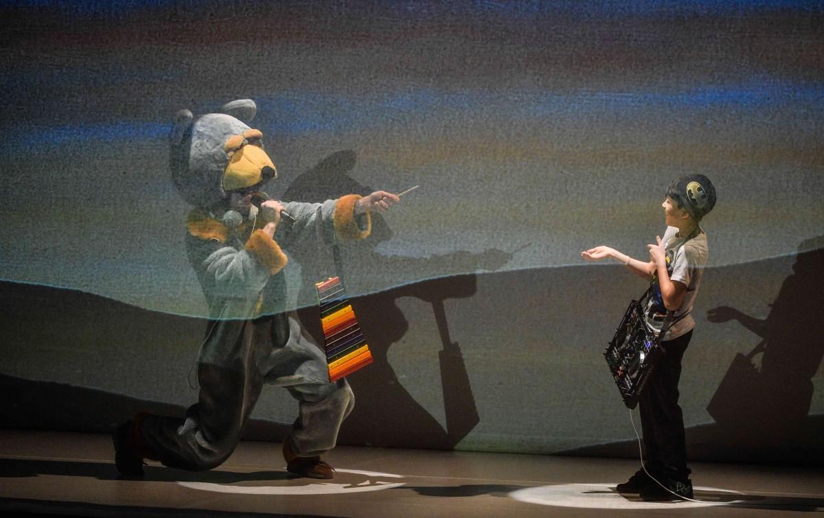 Proiecție specială a Teatrului GONG, pentru copiii cu deficiențe de auz din București