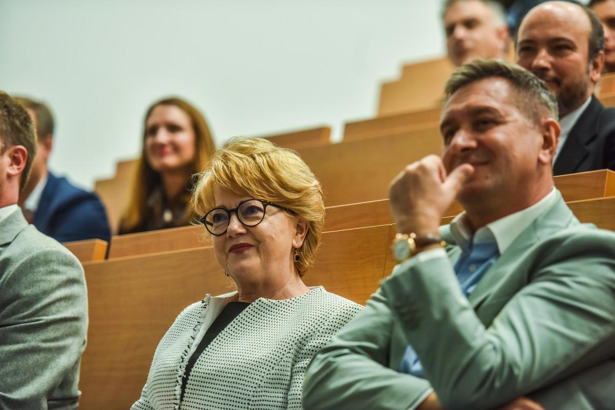 """Cu ce s-a lăudat Astrid Fodor la Cluj: """"Specific e mirosul de vin fiert, scorțișoară și turtă dulce, nu de mici și bere"""""""