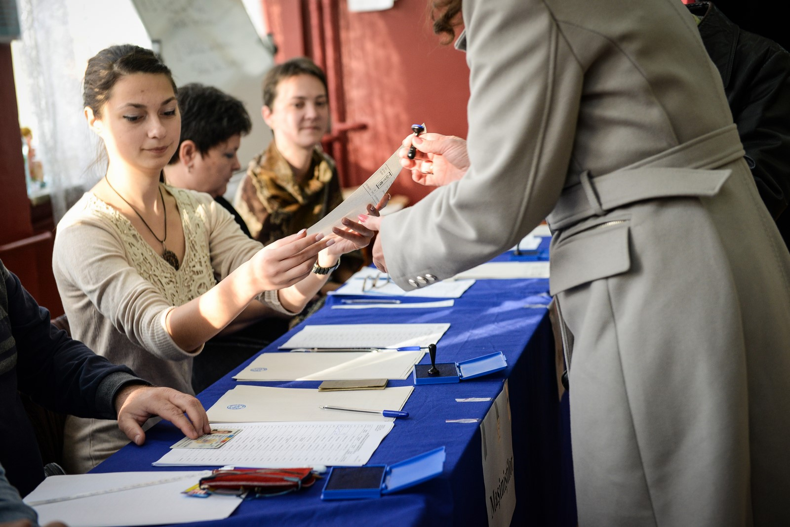 Vrei să faci un ban la alegeri? Primăria caută președinți și locțiitori de secții de votare