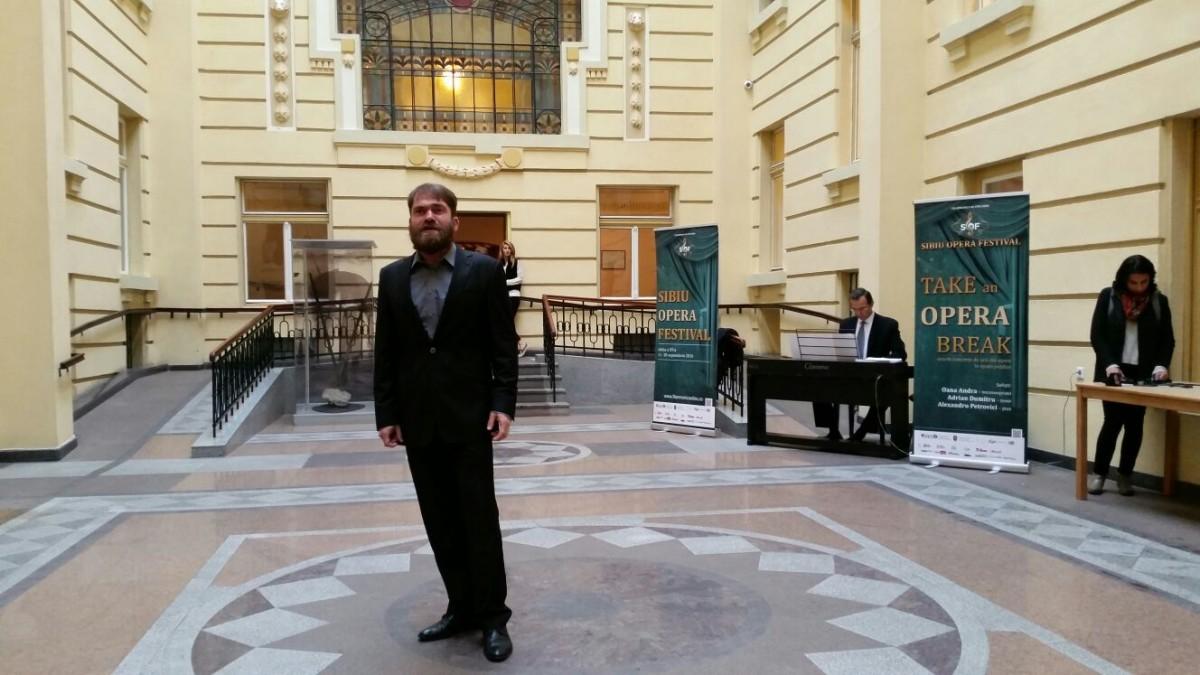 VIDEO- Arii din operă încurtea interioară a Primăriei Municipiului Sibiu