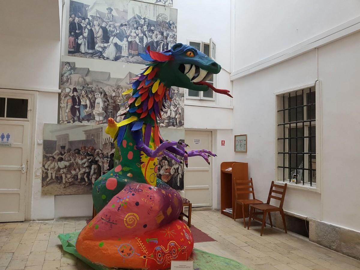 Prima expoziție din România cu obiecte din Mexic, la Sibiu. În centrul atenției, un personaj construit de elevii sibieni