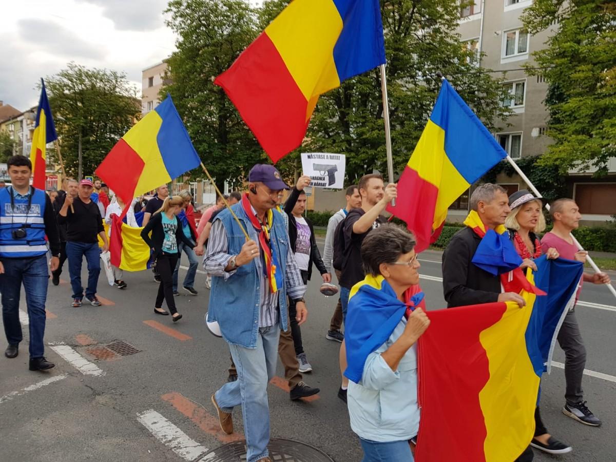 """250 de oameni au protestat la Sibiu. """"PSD, ciuma roșie"""""""