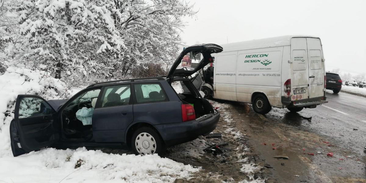 Accident la intrarea în Cristian. Șoferul unui microbuz nu s-a asigurat la intrarea pe DN