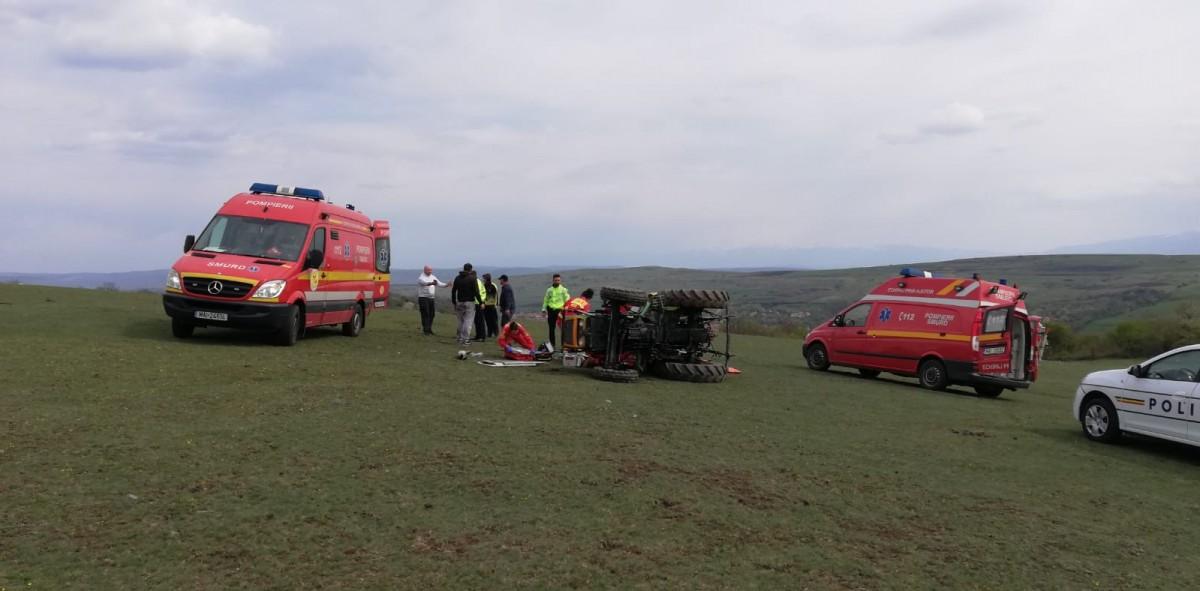 ACTUALIZARE Tânăr în stare gravă după ce a fost strivit de un tractor