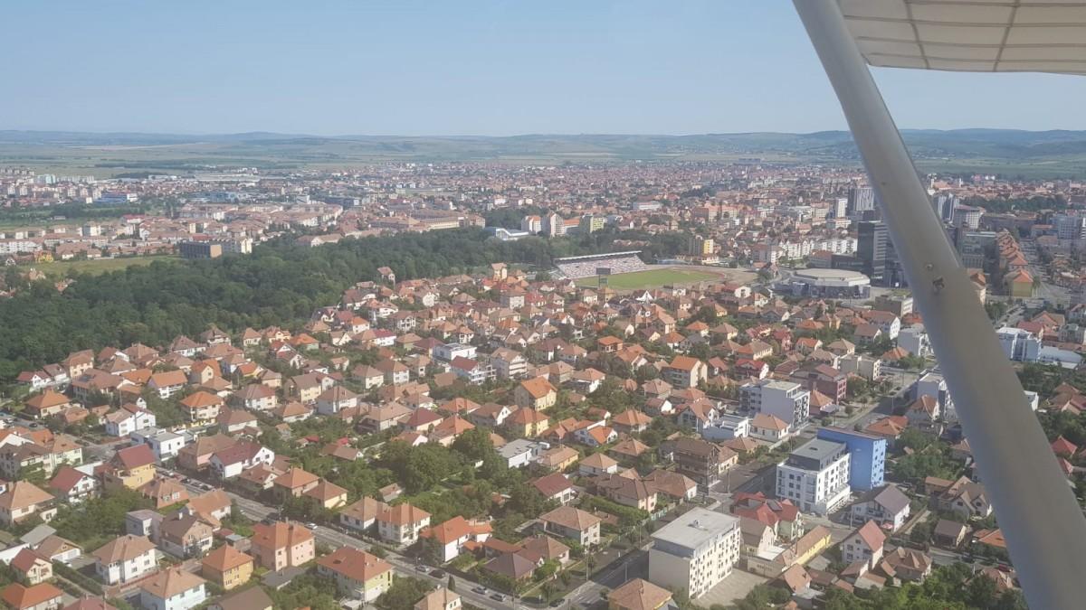 """Pilotul Ovidiu Almășan, comandantul Aeroclubului """"Hermann Oberth"""" din Sibiu: Obținerea unei licențe de pilot ajunge și la 60.000 de euro"""