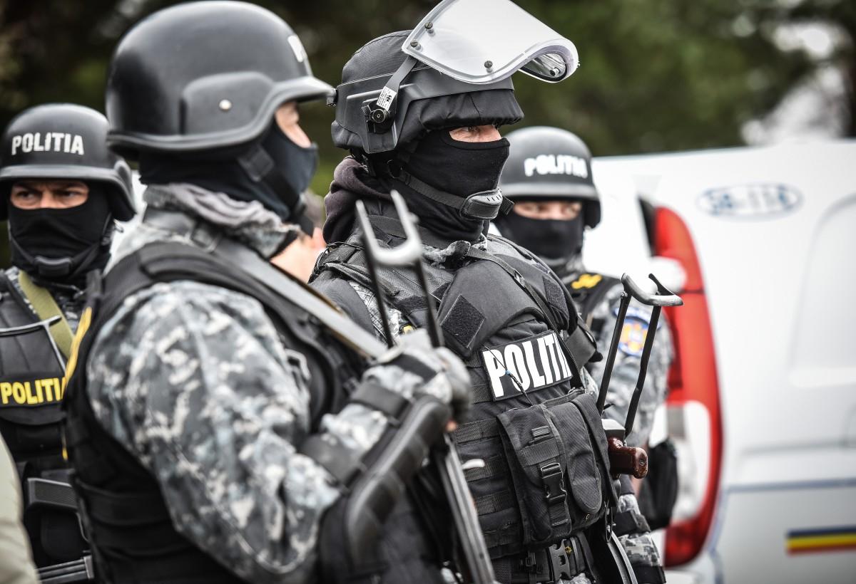 16 persoane trimise în judecată pentru trafic de minori, proxenetism și trafic de substanţe psihoactive în Sibiu și alte patruorașe
