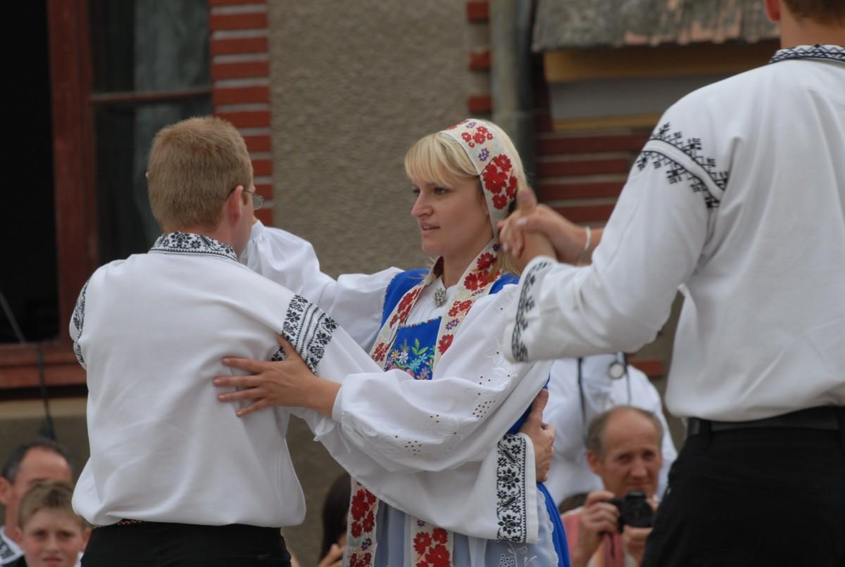 Istoria sașilor din Transilvania, readusă la viață în douăcărți de colecție