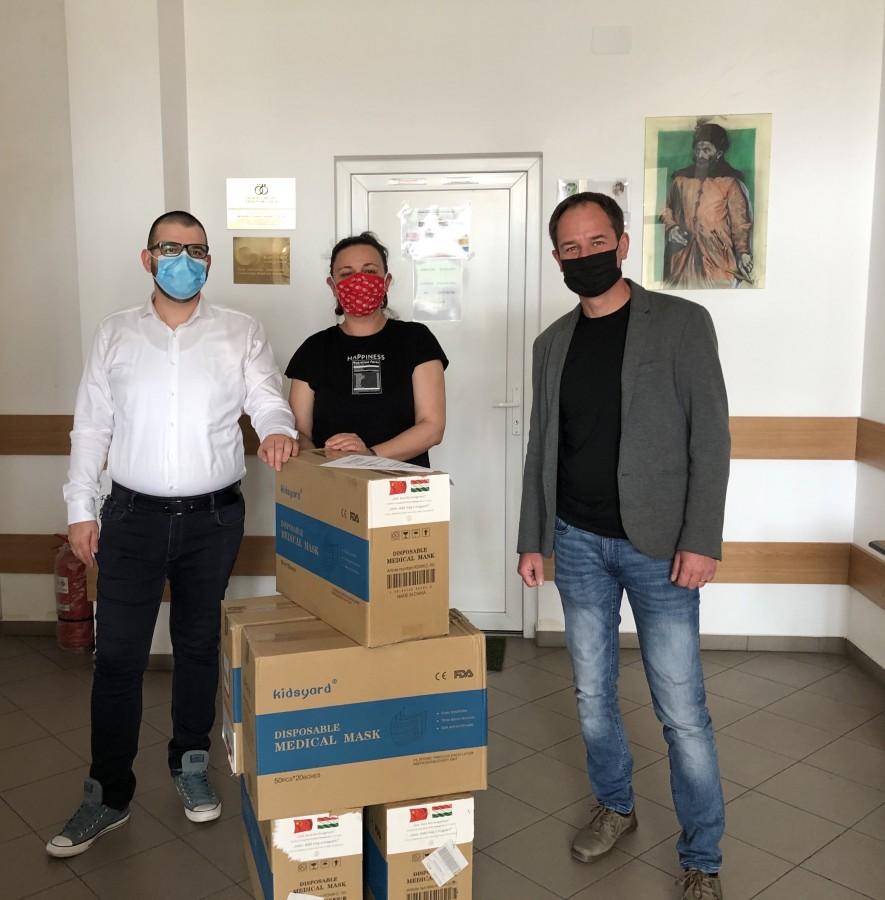 10.000 măști din Ungaria, donate elevilor sibieni