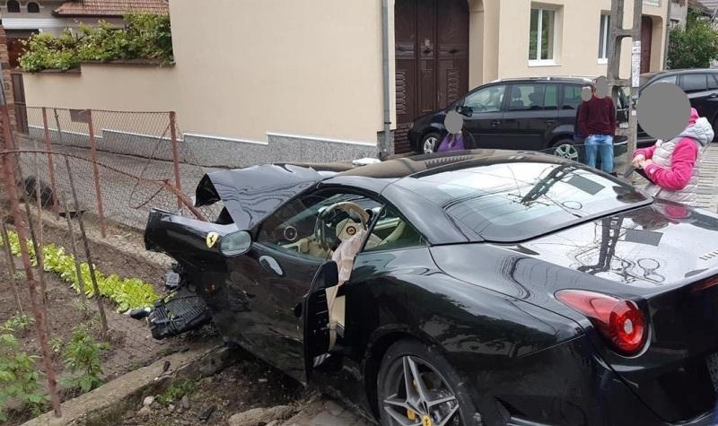 FOTO-Ferrari serios avariat pe Transalpina, în weekend-ul deschiderii