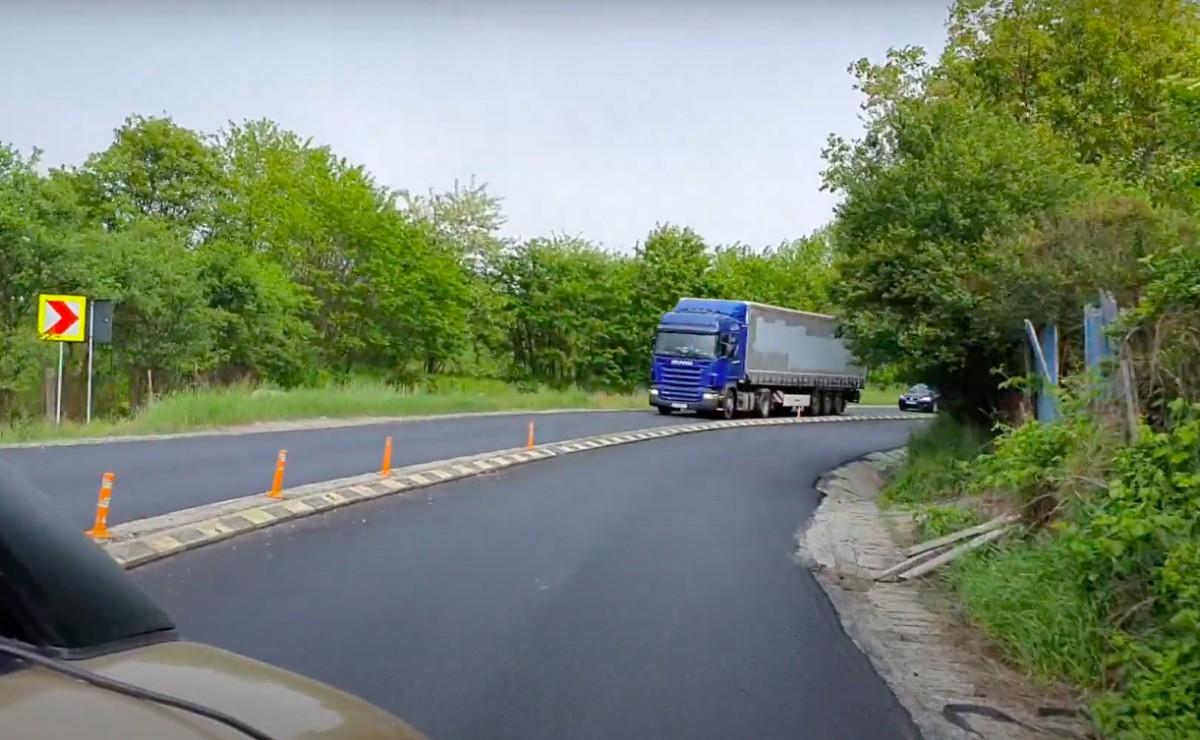 VIDEO-S-au încheiat lucrările de asfaltare pe aproape 11 km din DN 1 Sibiu-Brașov