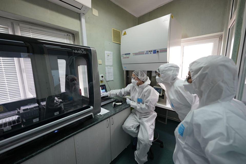 COVID -19: Consiliul Județean anunță până la 400 de testări pe zi cu un al doilea aparat PCR