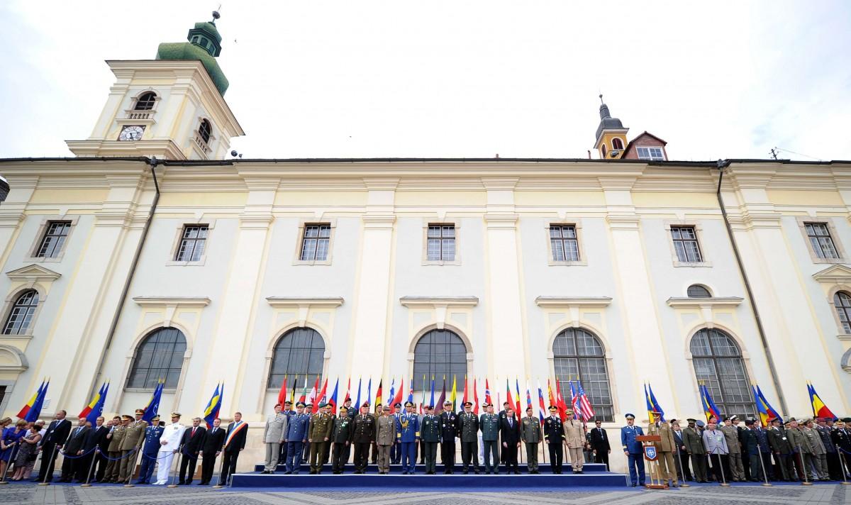 Parlamentul a aprobat scrisoarea președintelui Klaus Iohannis care solicită înfiinţarea Corpului multinațional de comandă NATO de la Sibiu