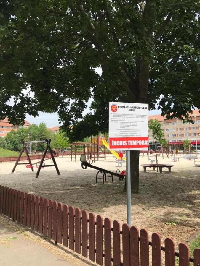Locurile de joacă rămân închise pentru protecția copiilor