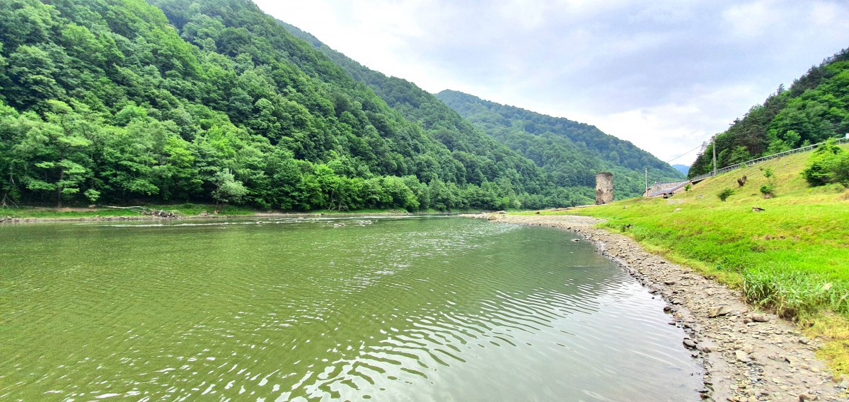 """""""Oltul așa cum îl știm va dispărea în defileu"""". Două noi hidrocentrale pe Valea Oltului vor transforma radical apa și peisajul"""