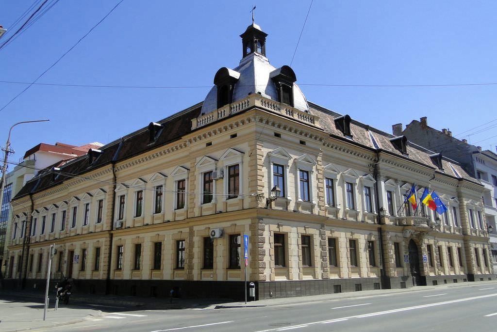 """Problema biletelor de voie, dezbătutăde președintele Sindicatului Polițiștilorși prefectul de Sibiu. """"Angajații vor părăsi biroul, cu acordul șefului"""""""