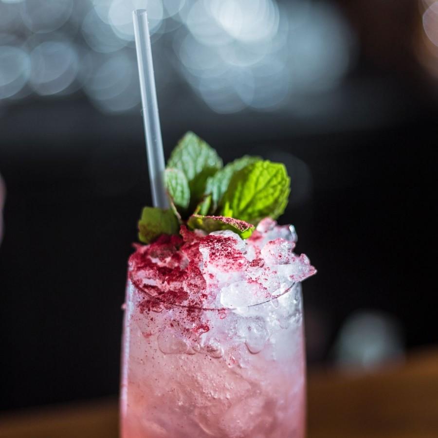 7 cocktailuri cu sampanie pe care le poti face in doar cateva minute!