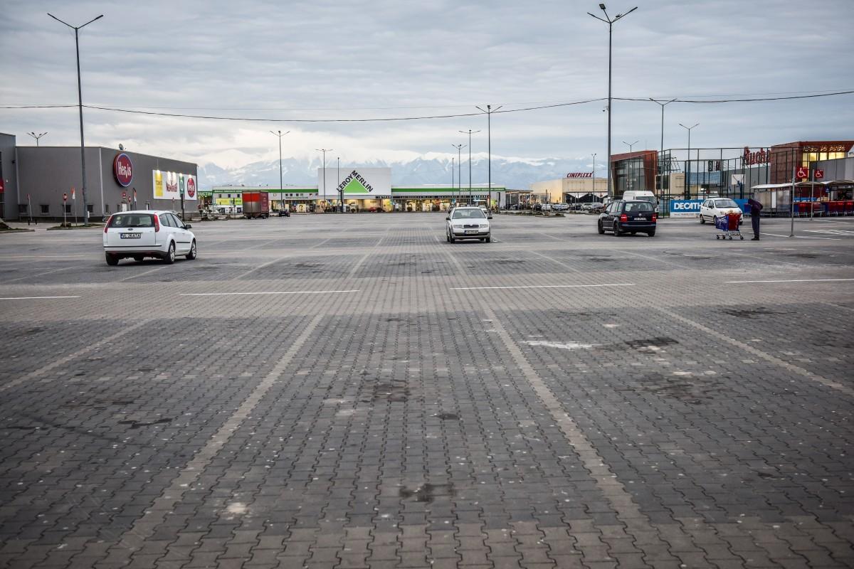 Magazinele din mall-uri amenință că nu vor mai deschide: Zero chirie sau zero comerț!