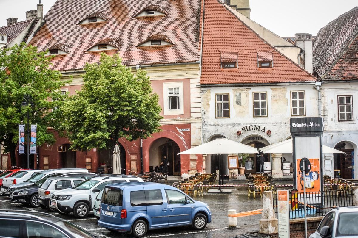 """Prima reacție a administratorilor de restaurante din Sibiu la redeschiderea teraselor: """"Bucuroși, dar rezervați"""""""