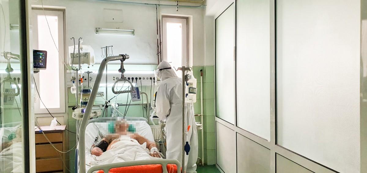 Foto-video. Primul reportaj din zona roșie, alături de medicii sibieni care tratează coronavirusul. Există speranță