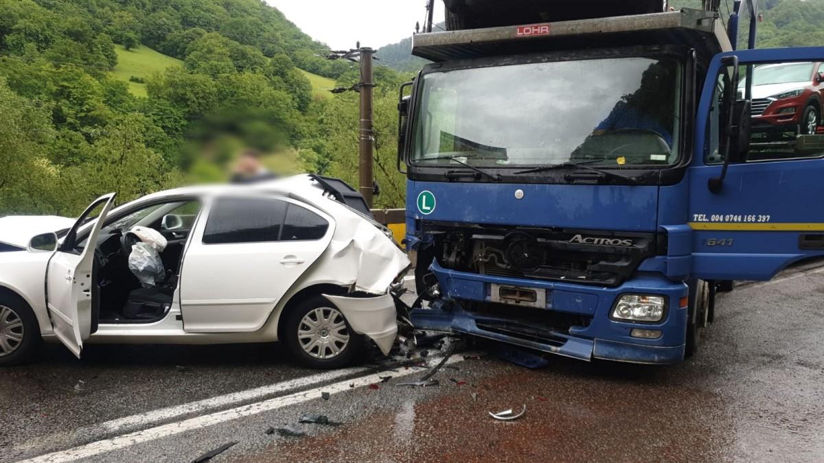 Actualizare accident pe Valea Oltului: două victime au fost transportate la spital
