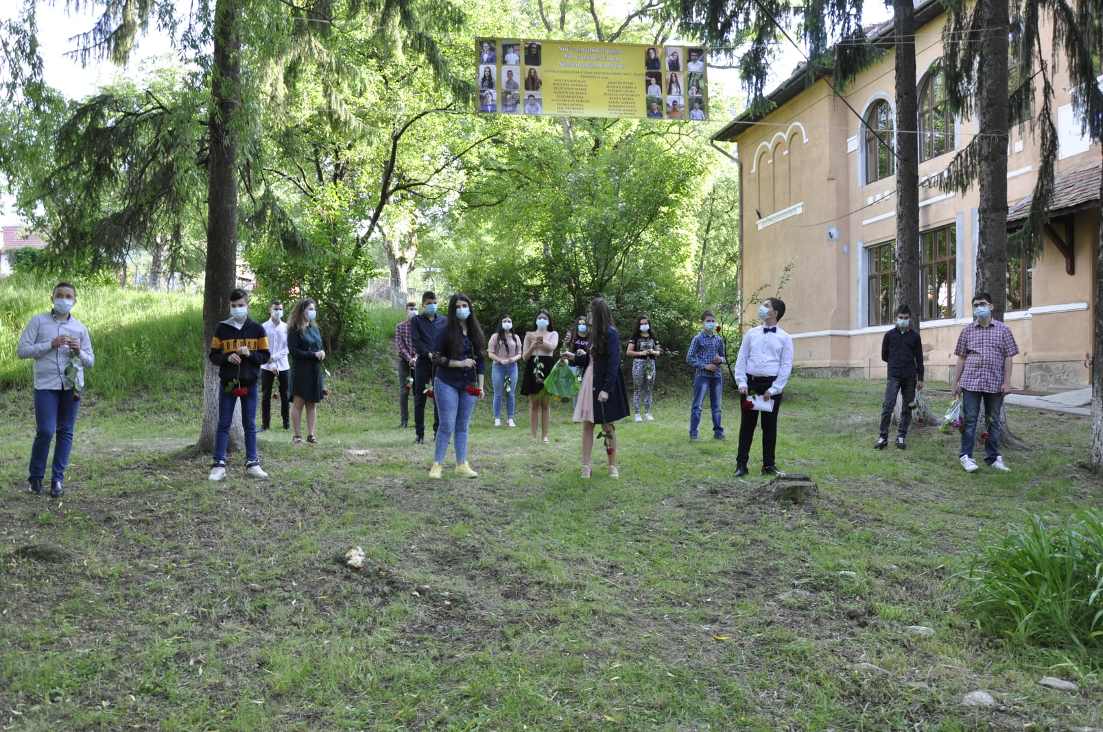 Curs festiv surpriză pentru absolvenții de clasa a VIII-a de la o școală din Rășinari