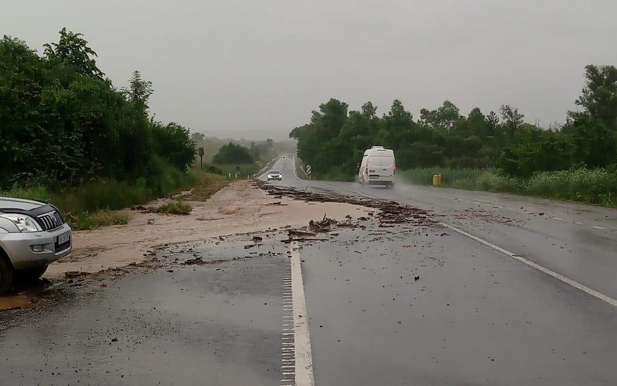 Probleme pe drumurile din județ, din cauza inundațiilor