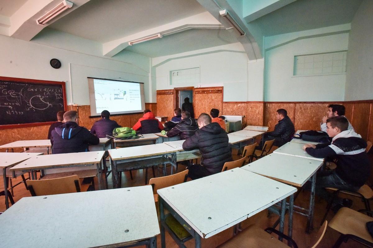 Peste 260 de locuri în liceele din Sibiu pentru elevii care aleg învățământul dual
