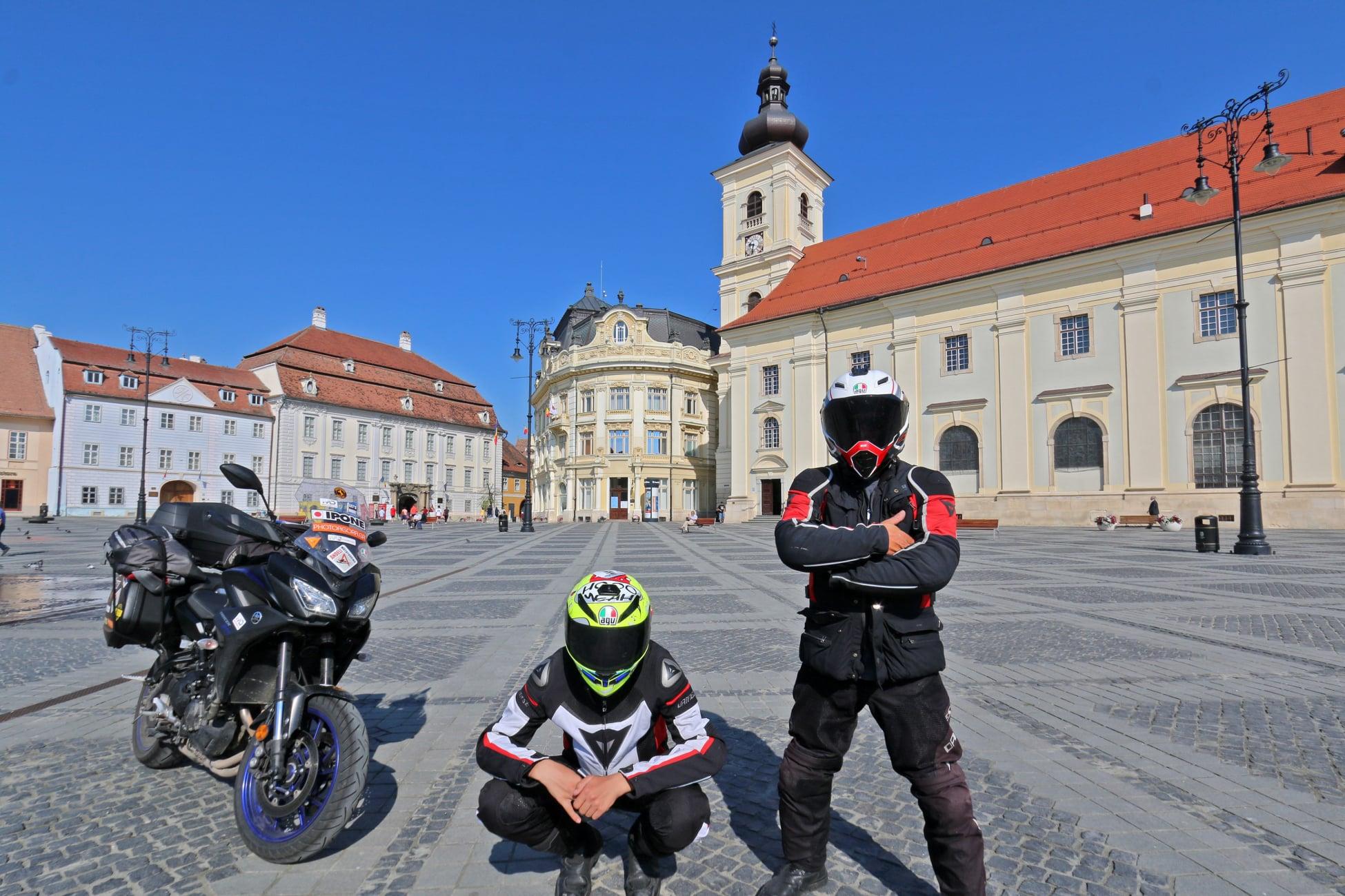 Unul din puținii turiști străini care ne-a vizitat în plină pandemie: Cel mai frumos oraș-monument al României se numește Sibiu