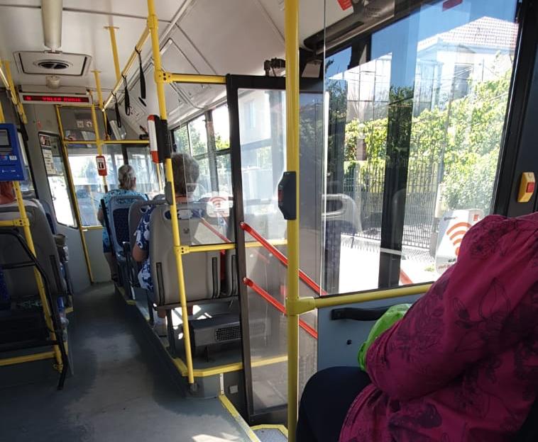 Intervenție SMURD pe Coposu după ce un bărbat ar fi căzut în autobuz