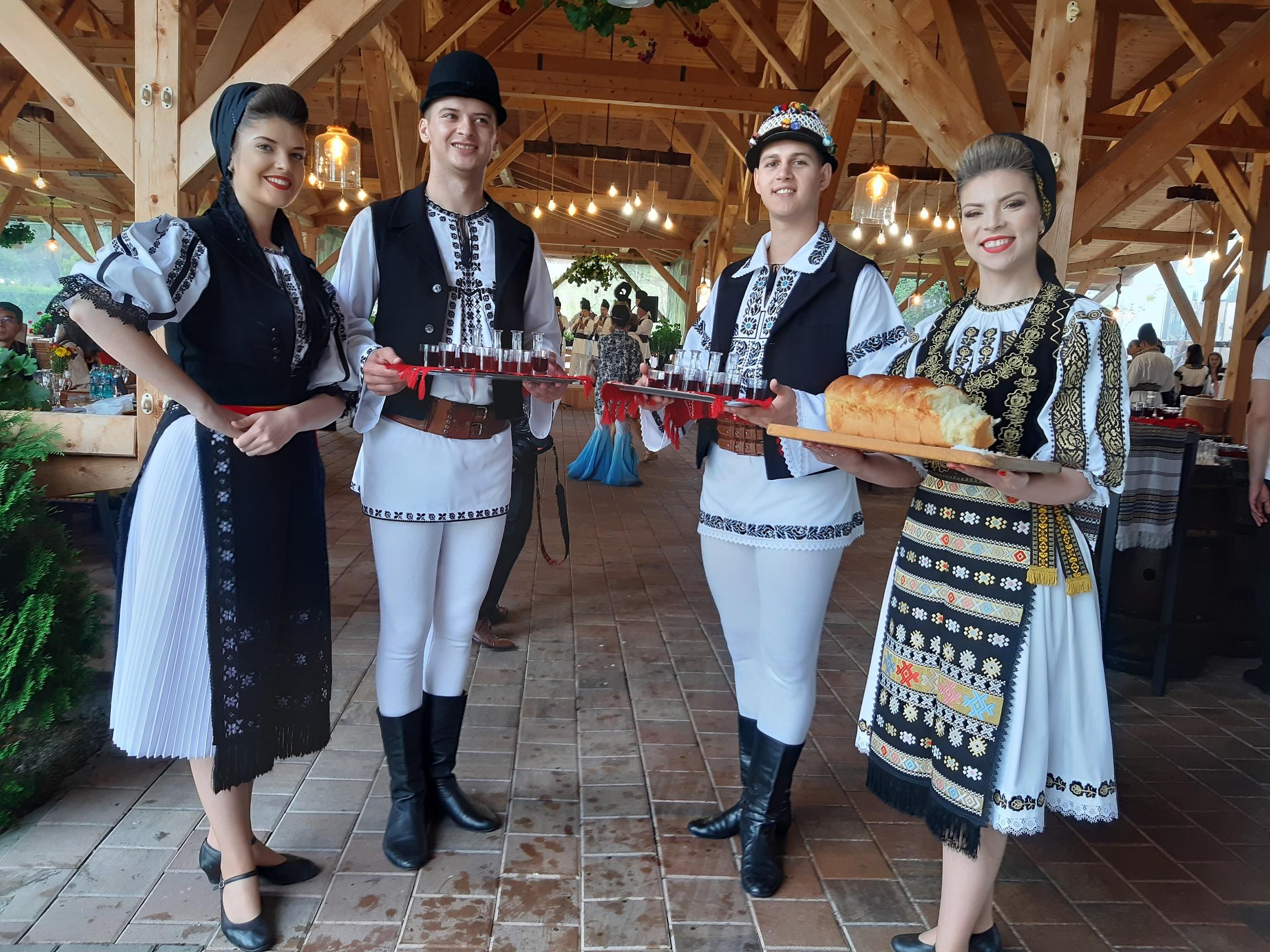 """Festivalul """"Cântecele Munților"""": cultură tradițională în aer liber"""