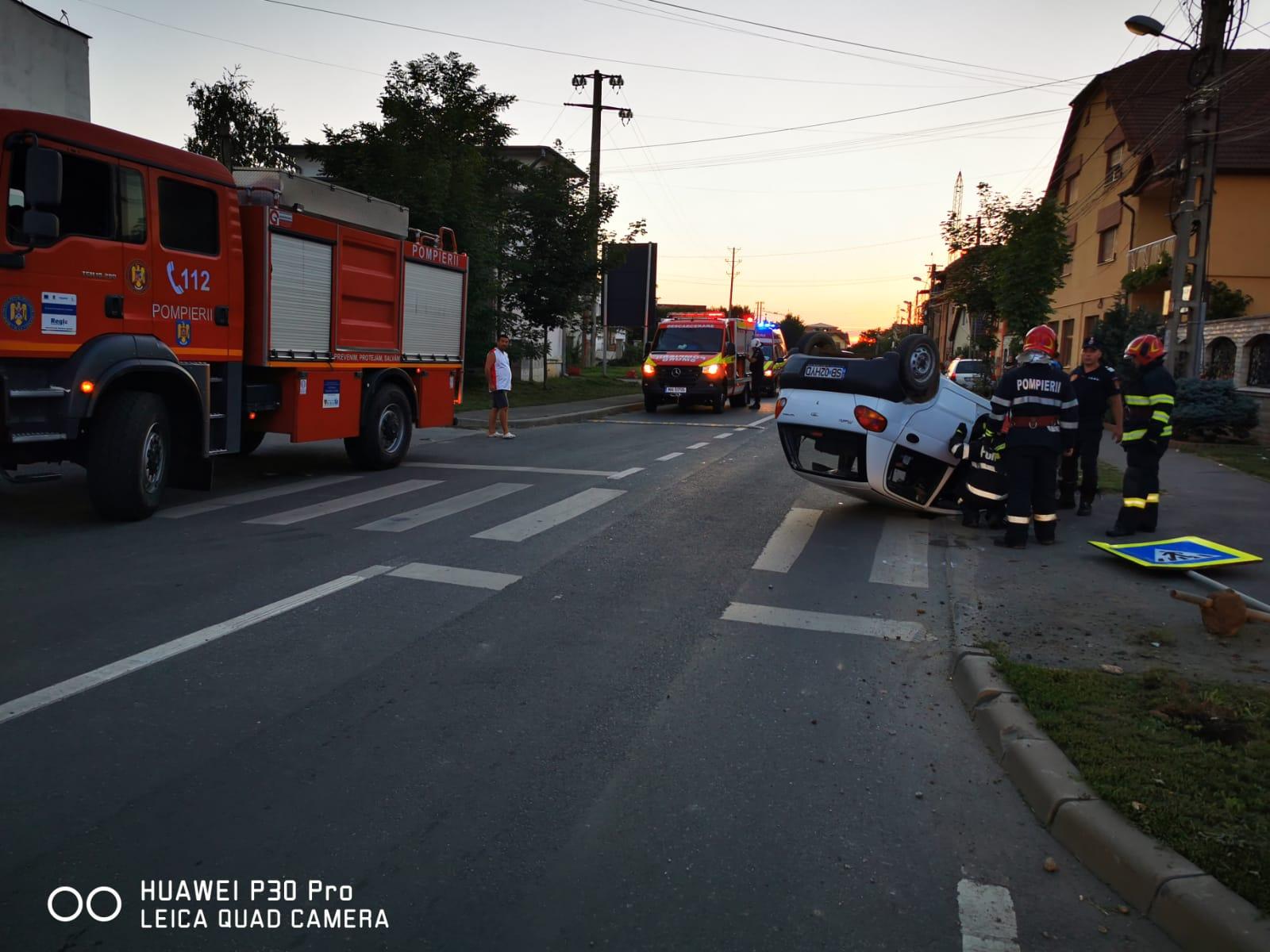 O șoferiță în vârstă de 71 de ani s-a răsturnat cu mașina pe Calea Șurii Mici