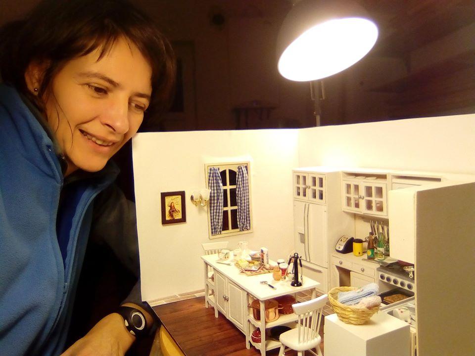 """O sibiancă trăiește din crearea obiectelor în miniatură: """"E mai mult un stil de viață, decât o afacere"""""""