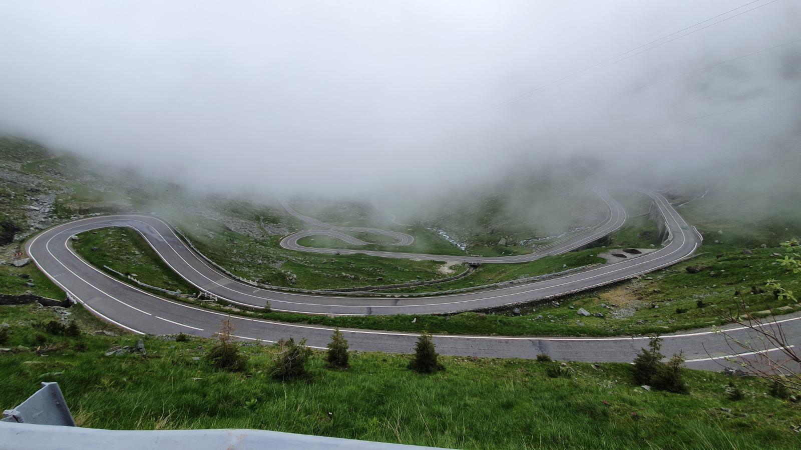 """Procese degeaba pentru Transfăgărășan. """"Fără bani, vom avea cea mai modernă potecă asfaltată din munți"""""""