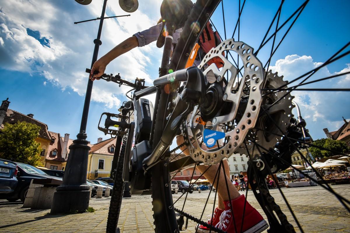 """Biciclete electrice, cumpărate pentru angajații Primăriei: """"inspectorii ajung mai repede"""""""