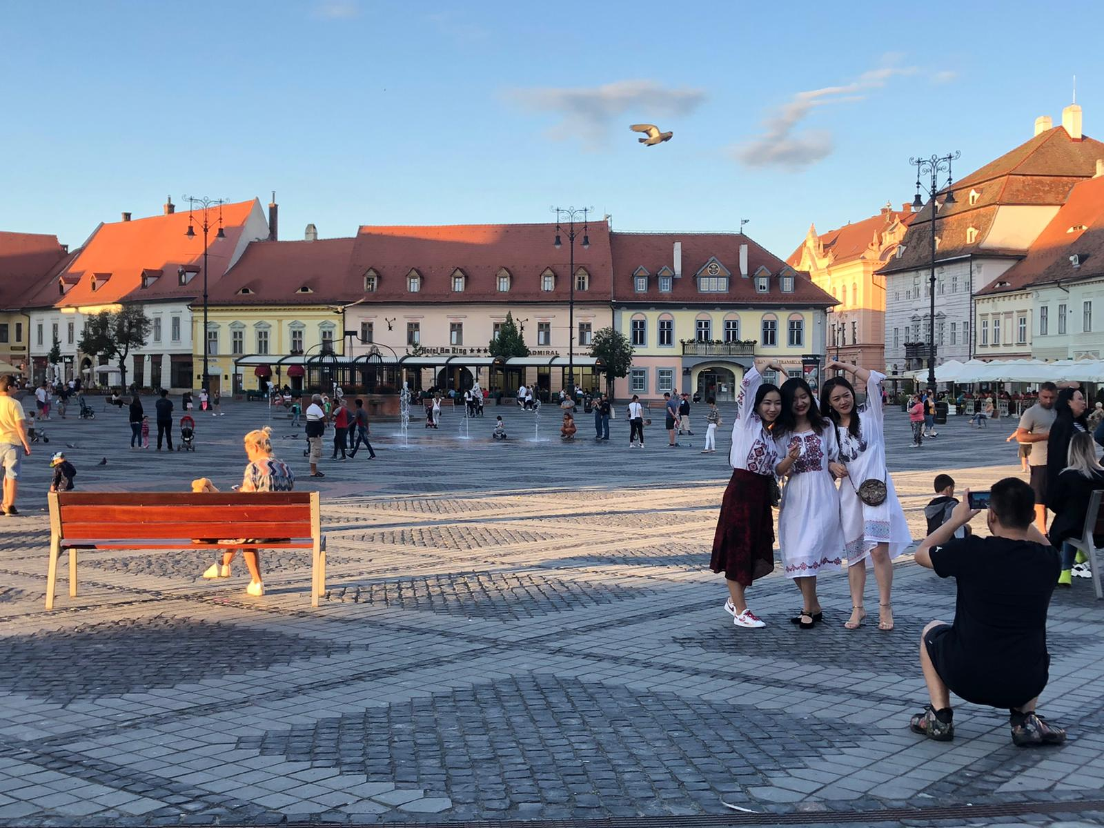 Masca de protecție devine obligatorie și în Sibiu. Prefect: Trebuie să fie responsabili