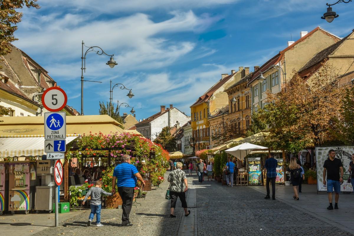 Controale la terasele Sibiului: 9 angajați au fost amendați pentru că nu purtau mască
