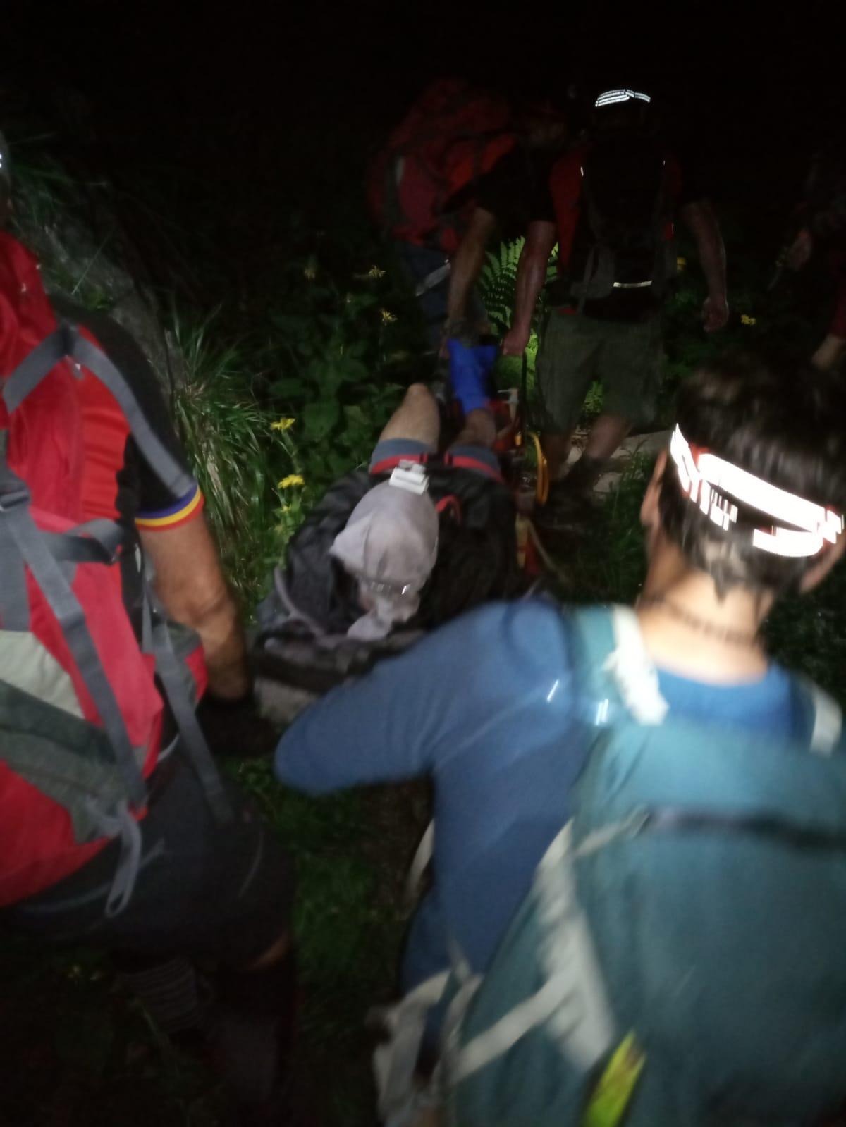 Salvamontiștii au avut o intervenție de mai multe ore, pe munte, pentru un turist care s-a rănit
