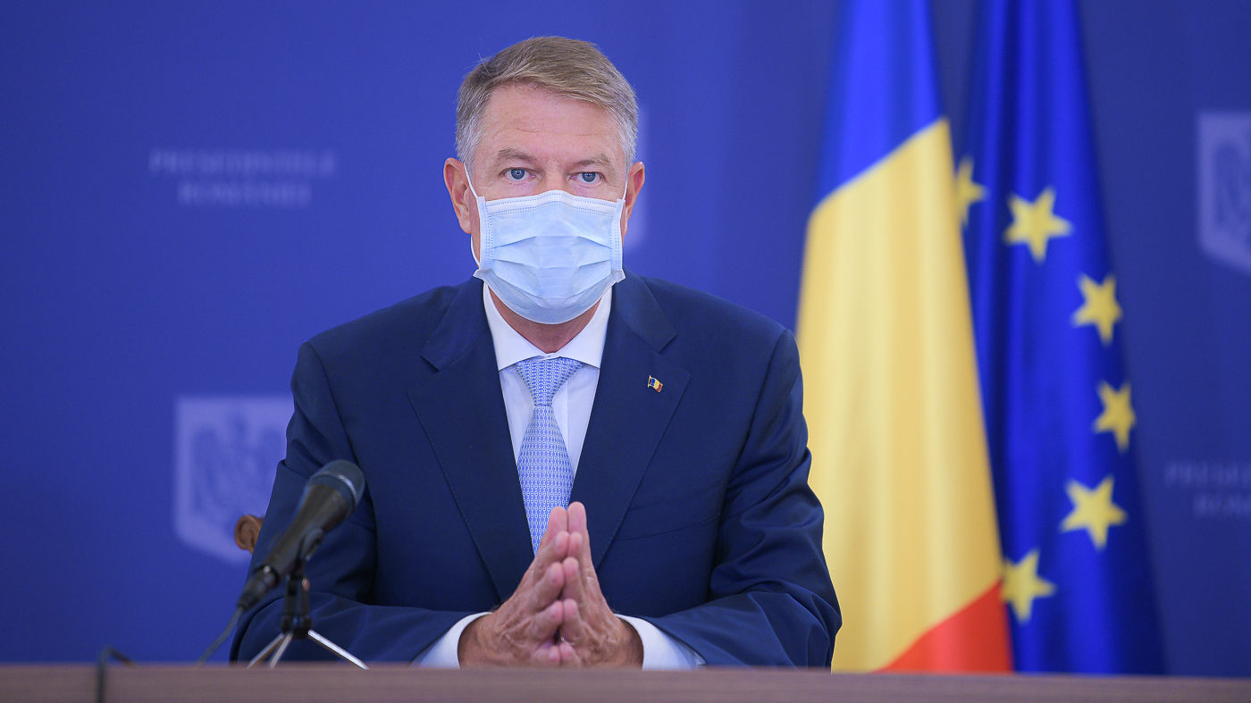 VIDEO Iohannis: purtaţi mască, păstraţi distanţa, ca să scăpăm de epidemie