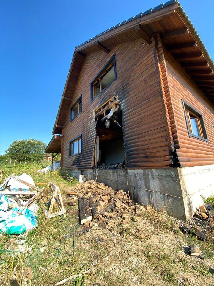 Cisnădioara: 10.000 de euro, recompensă pentru cel care a incendiat o cabană