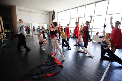 Patru dansatori și o profesoară, confirmați cu COVID-19, la Teatrul de Balet Sibiu