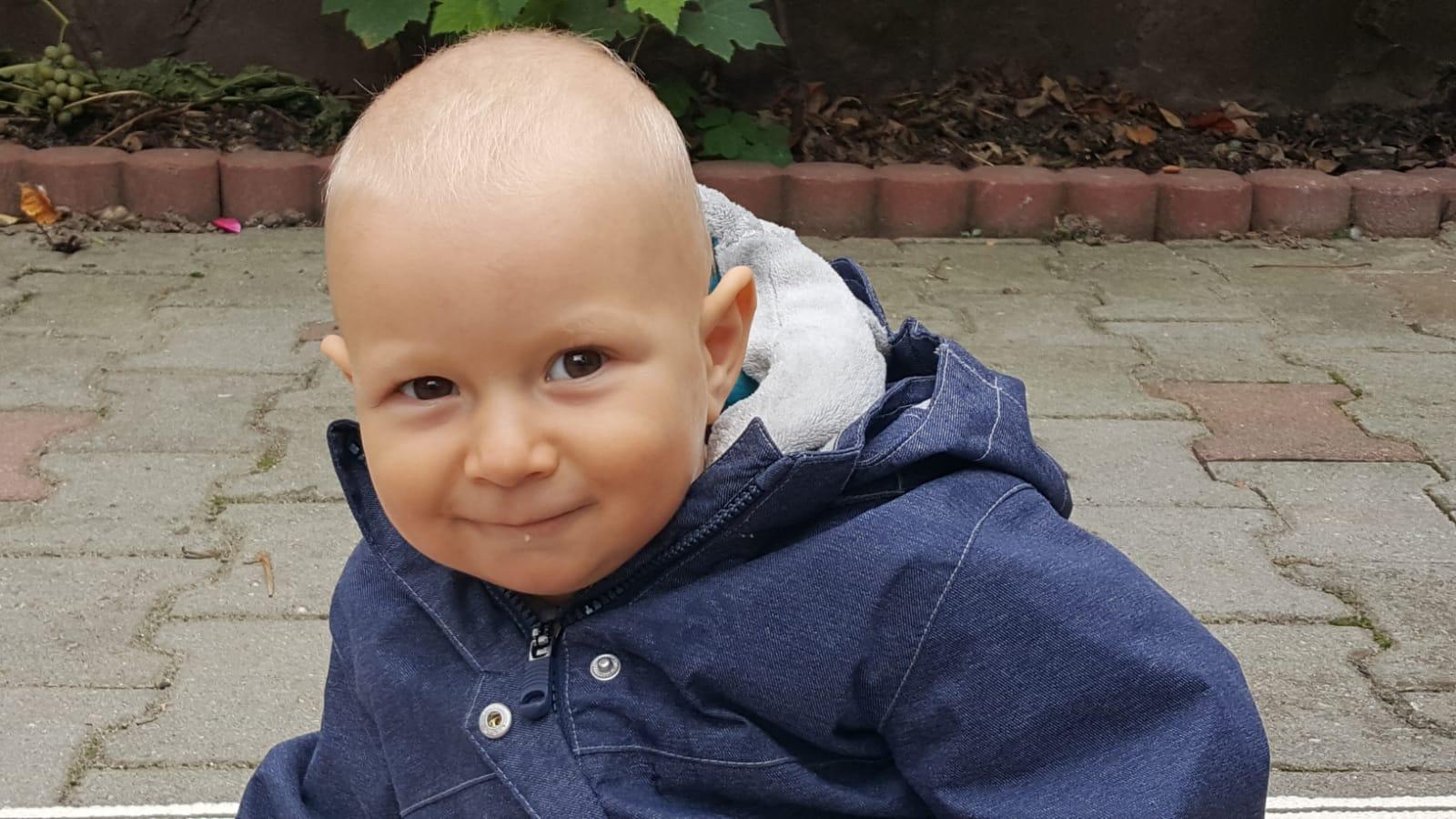 Efrem, un copil de 3 ani din Sibiu, are nevoie de un tratament costisitor nedecontat de Casa de Asigurări