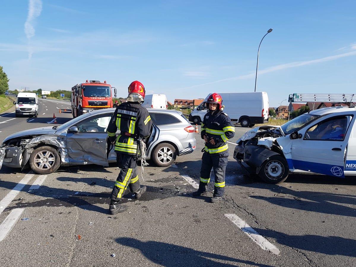 Încă un accident pe DN 1, la intersecția spre Șelimbăr. Doi copii mici se aflau în mașinile implicate