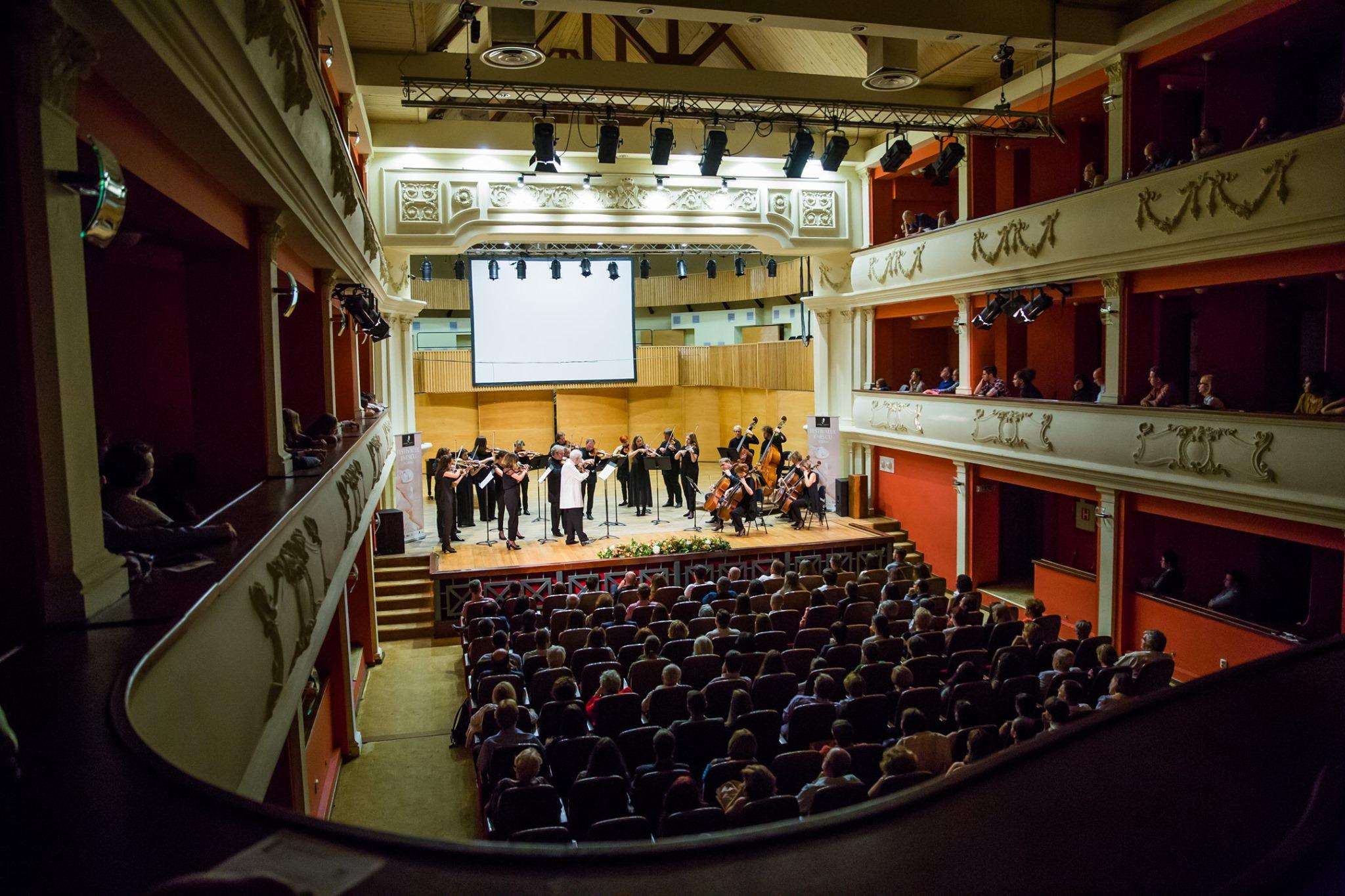 Victoria Vassilenko și Gyehee Kim, câștigătoare ale Concursului Internațional George Enescu, deschid astăzi seria de recitaluri excepționale de la Sibiu. Evenimentul poate fi urmărit online