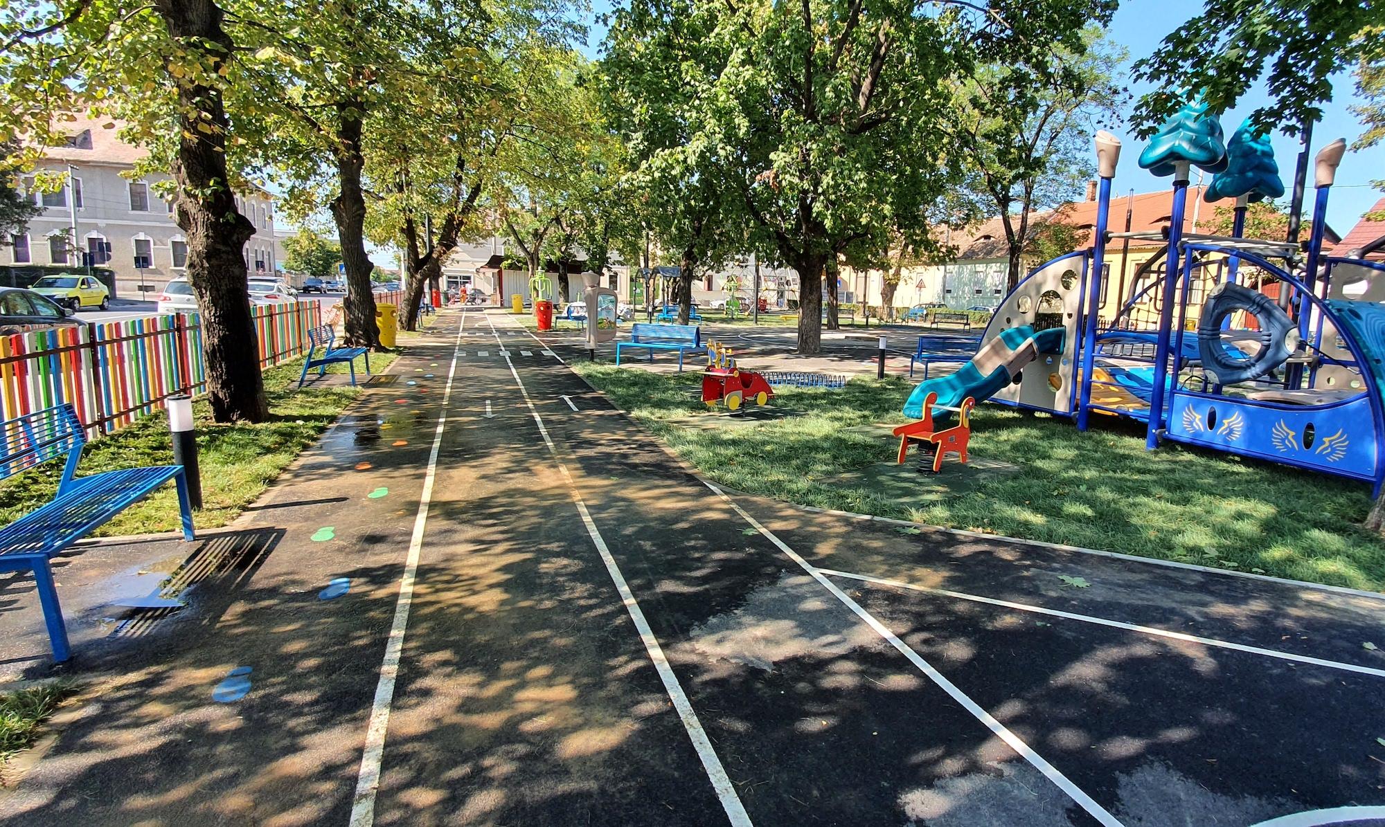FOTO Cum arată parcul din Piața Cluj, aproape de inaugurare