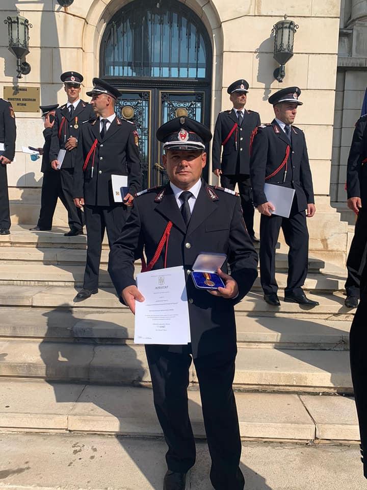 Pompier sibian distins cu Emblema de Onoare a IGSU. A salvat un copil dintr-un hotel în flăcări