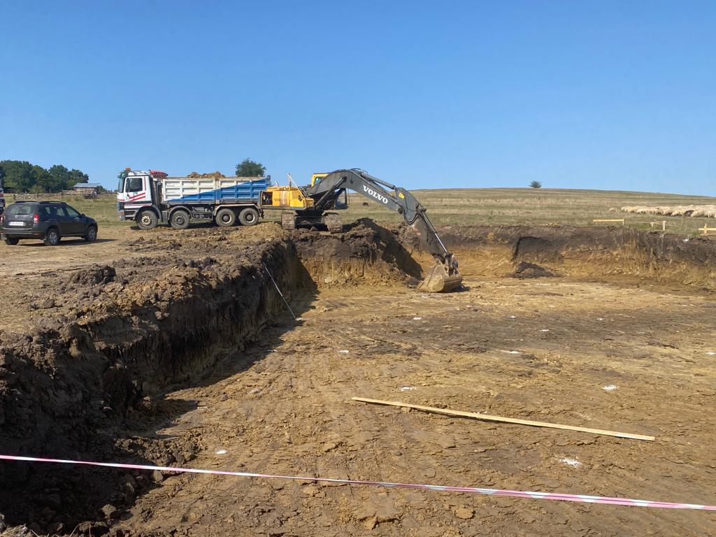 La Roșia se construiește una dintre cele mai mari rampe de gunoi de grajd din țară