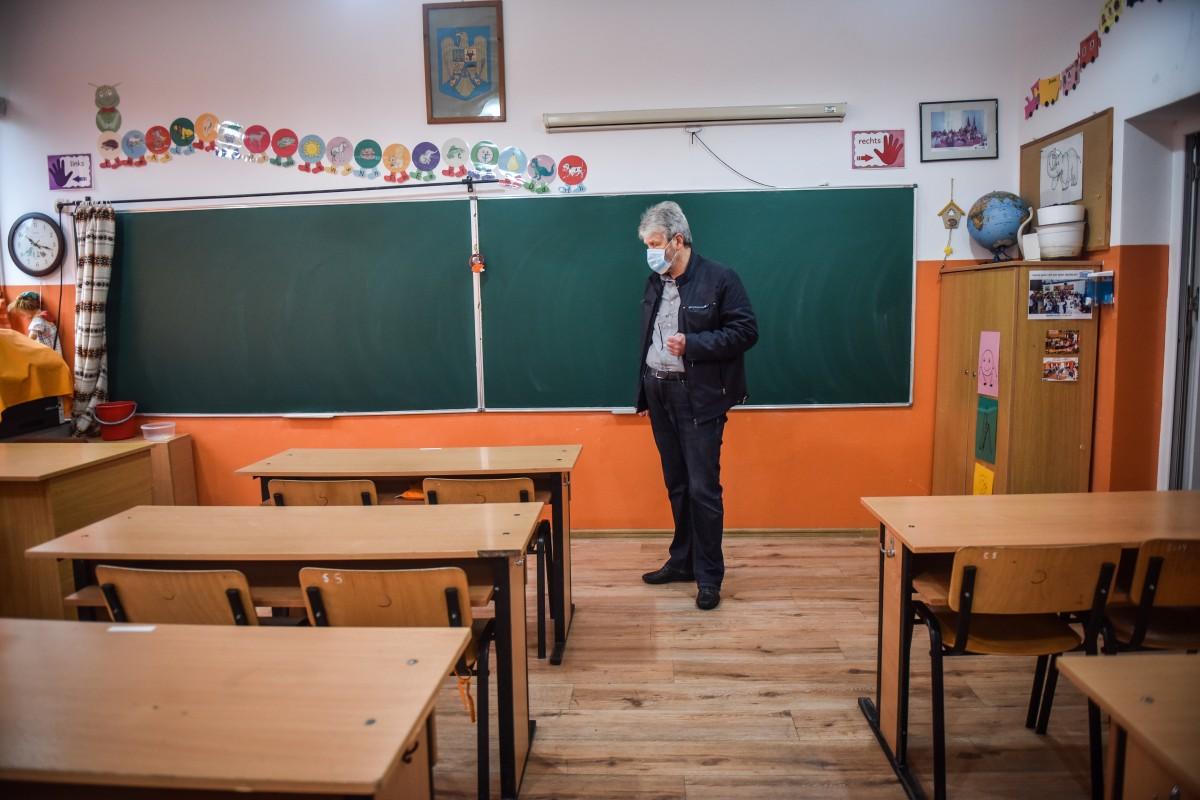 Alte două școli din Sibiu au program de după amiază pentru clasele a VIII-a. Părinții avertizează că vor apela la instanță