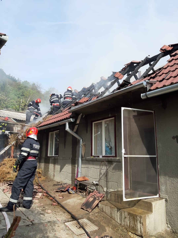 Actualizare/Foto/Video: Incendiu la o casă din Mediaș. Nu sunt anunțate victime